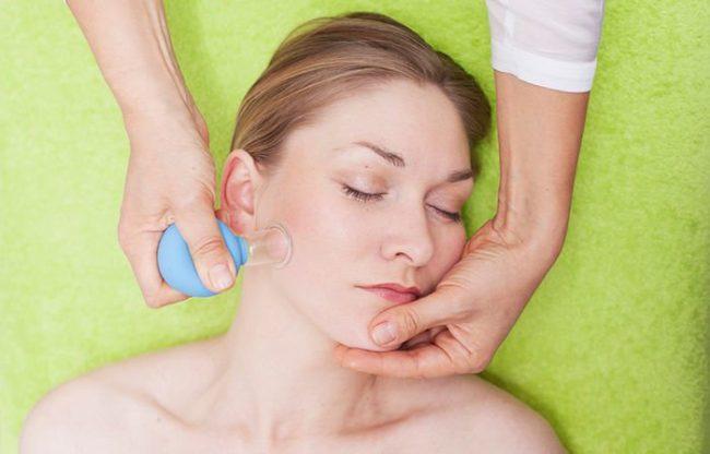Баночный массаж лица